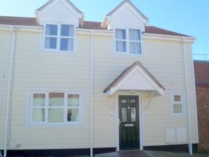 Picture of 3 RATCLIFF MEWS CONNAUGHT AVE (situated in Frinton-On-Sea, Essex)