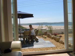 Picture of SOUTHOVER BEACH SELF CATERING HOLIDAY APARTMENTS - WOOLACOMBE