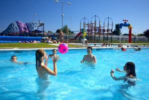 Picture of SEAWICK HOLIDAY PARK - PARK HOLIDAYS UK (situated in St Osyth, Clacton-On-Sea, Essex)